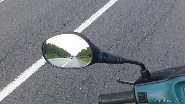 Зеркало заднего вида на скутере