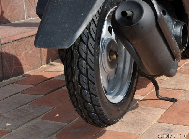 Новые шины на скутере