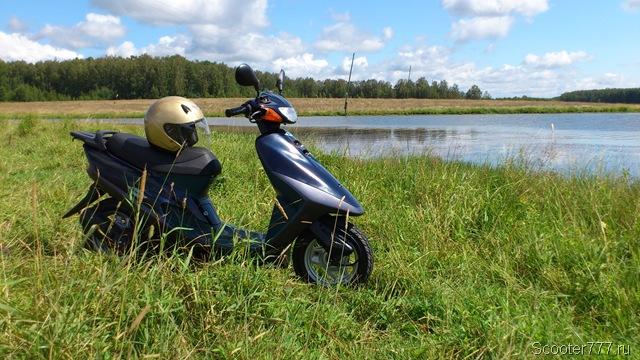 Honda Tact AF-31 у озера