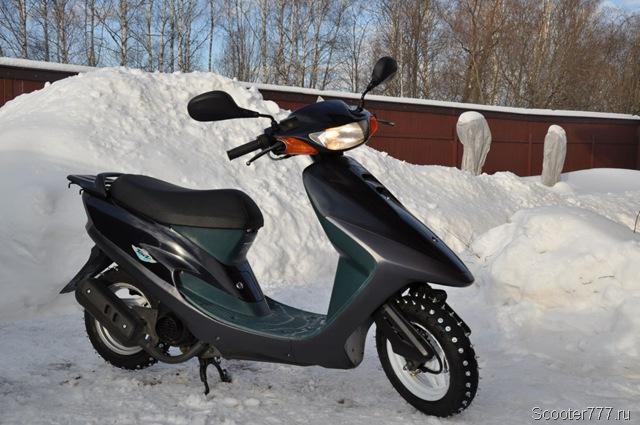 Скутер с шипованной резиной
