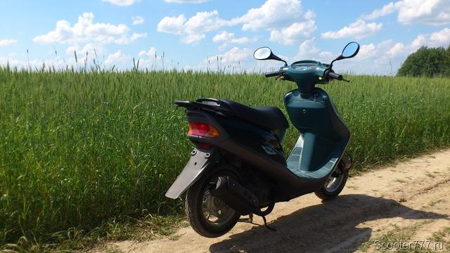 Скутер в поле