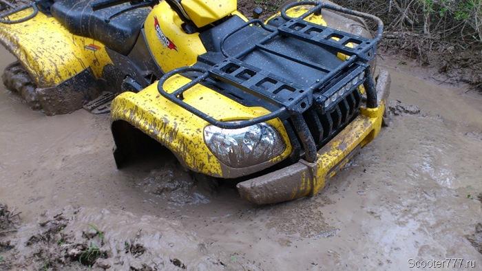 Засел в грязи