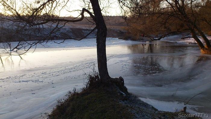 Лёд наступает на реку