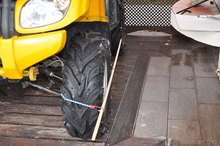 Рейка упирается в колесо