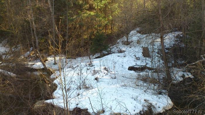 Снег на склоне