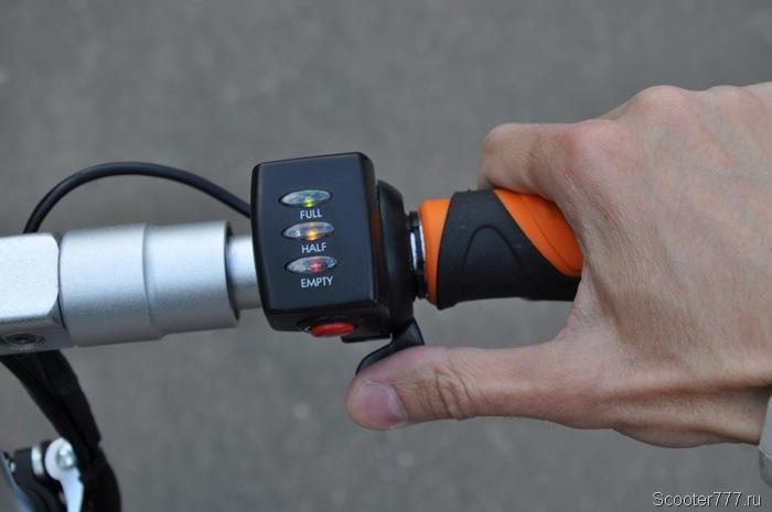 Курок газа и индикатор заряда