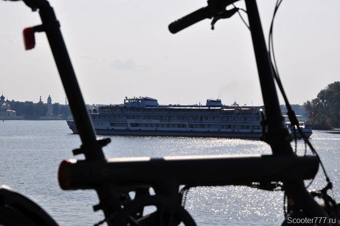 Корабль на Волге