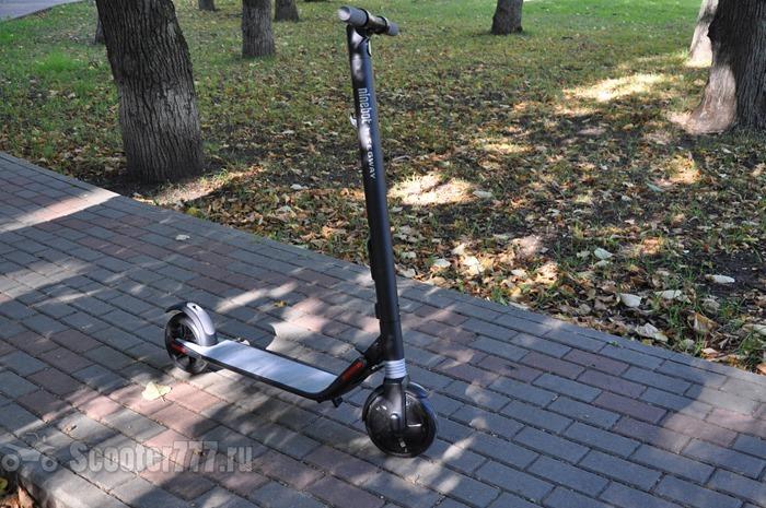 Ninebot KickScooter на плитке