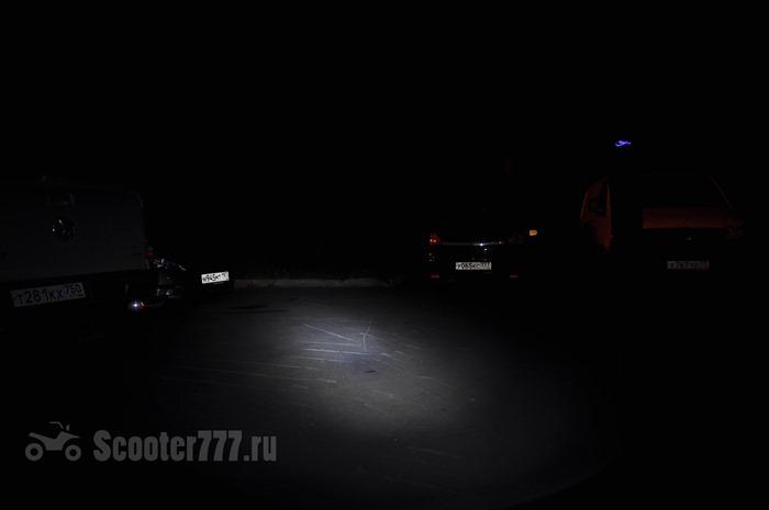 Свет самоката в темноте