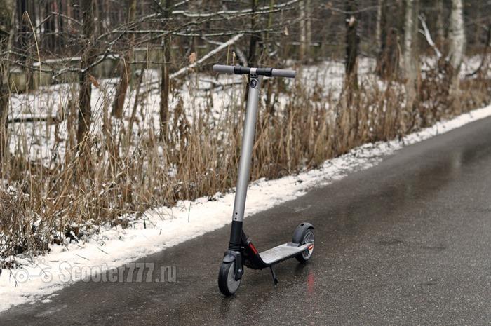 Ninebot KickScooter ES2 на асфальте