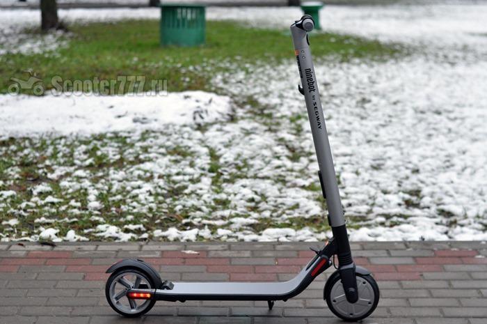 Ninebot KickScooter ES2 на плитке