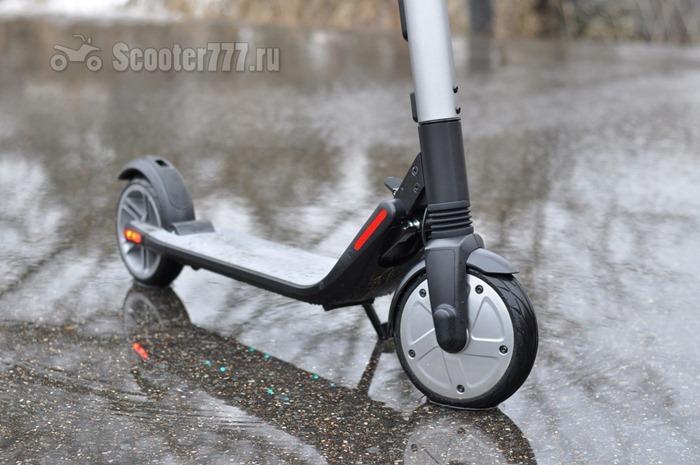 Ninebot KickScooter в луже