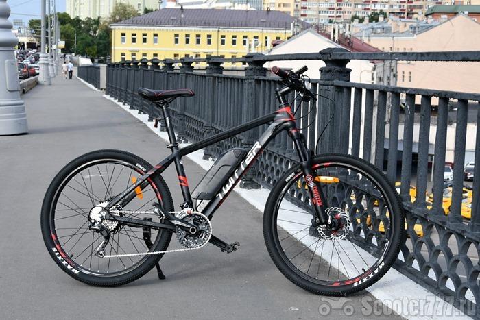 Электровелосипед Twitter Mantis E1 на мосту