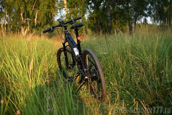 Велосипед в поле