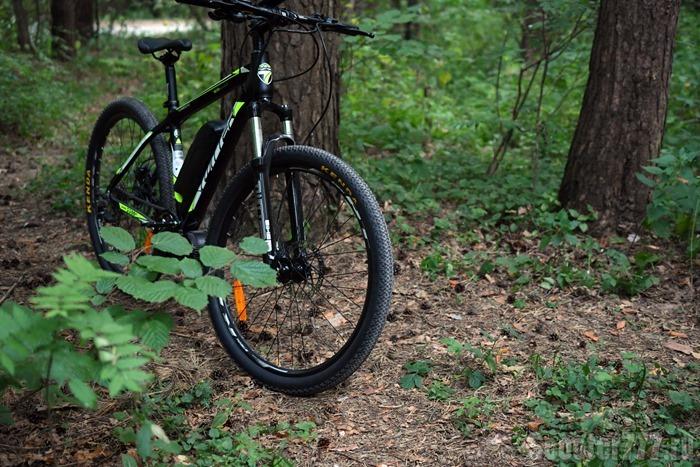Велосипед Twitter VS7.0-EM в лесу