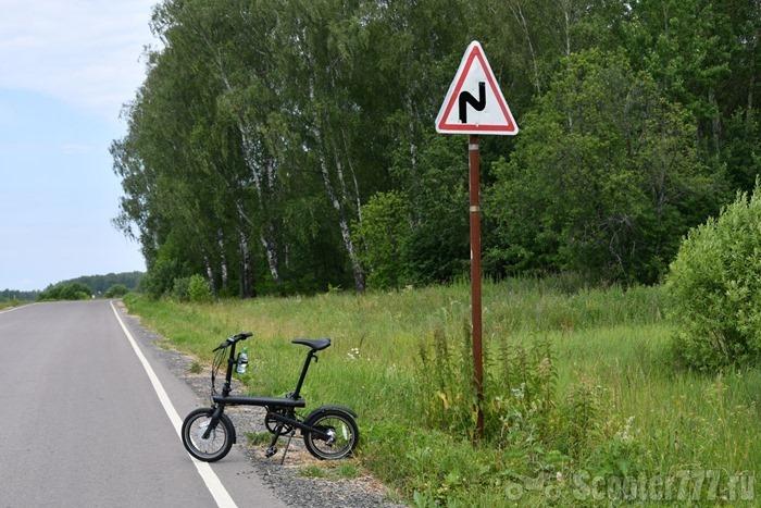 QiCycle и знак извилистой дороги