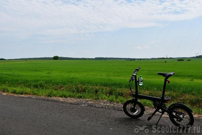 Велосипед и поле